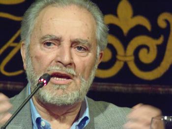 Julio Anguita durante la presentación (Foto: Toni Gutiérrez)