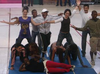Participantes en el taller de circo celebrado en la Prisión de Alcalá-Meco Mujeres durante uno de sus números