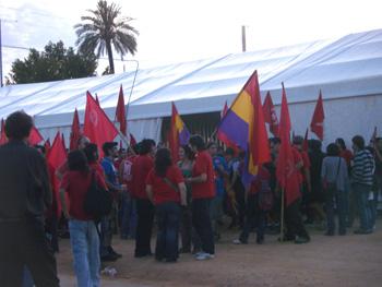 Juventudes Comunistas reunidas antes de asistir al mitin central