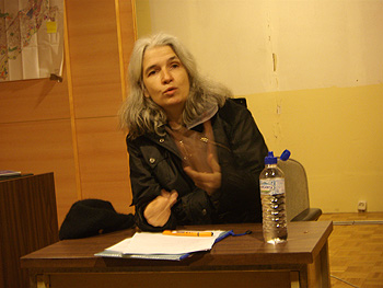 Belén Gopegui durante la charla (Foto: Toni Gutiérrez)