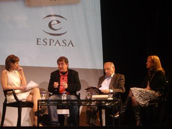 Mara Torres, Luis García Montero, Alfonso Guerra y Pilar Cortés en el acto de Homenaje a Miguel Hernández