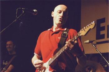 Jorge Martínez durante un concierto en la Sala Sol de Madrid en el año 2003 (Foto: Ricardo Carrillo de Albornoz)