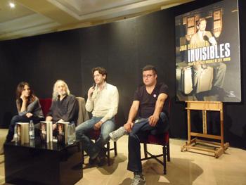 Melani Olivares, Montxo Armendáriz, Juan Diego Botto y Pablo Rodríguez el Pampa presentando el libro Invisibles (Foto: Toni Gutiérrez)