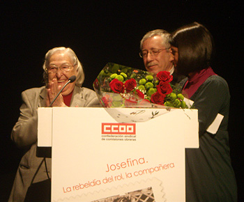 Josefina Samper, Ignacio Fernández Toxo y Cristina Bermejo durante el homenaje (Foto: Toni Gutiérrez)