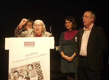 Carmen Bravo, Josefina Samper, Cristina Bermejo e Ignacio Fernández Toxo durante el homenaje (Foto: Toni Gutiérrez)