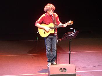 Pedro Guerra durante el homenaje. Foto Toni Gutiérrez