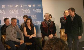 Emilio Aragón y parte del elenco de Pájaros de papel durante la rueda de prensa