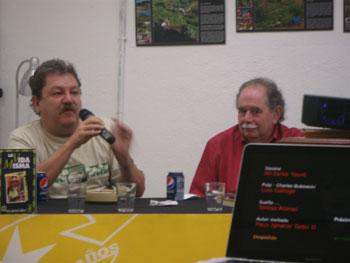 Paco Ignacio Taibo II y Manuel Rodríguez durante la presentación (Foto: Toni Gutiérrez)