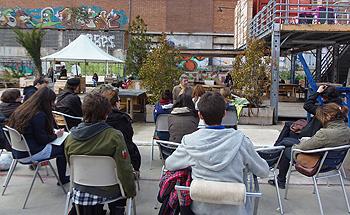 José Luis Velázquez impartiendo su clase en el Campo de la Cebada