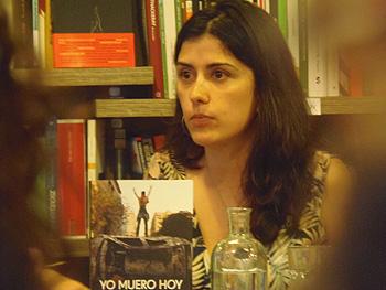 Olga Rodríguez durante la presentación de su libro Yo muero hoy (Foto: Toni Gutiérrez)