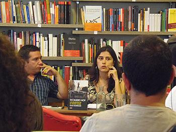 Javier Couso y Olga Rodríguez durante la presentación de su libro Yo muero hoy (Foto: Toni Gutiérrez)