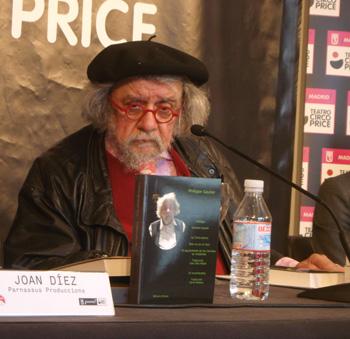 Philippe Gaulier, atendiendo al público durante el café de prensa en el Circo Teatro Price de Madrid