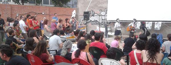 Actuación de Las Rubias durante la clausura de la 10ª Muestra de Cine de Lavapiés. Foto: Toni Gutiérrez