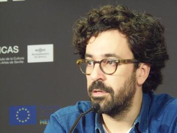 Sergi Pérez presentando su película El camino más largo para volver a casa