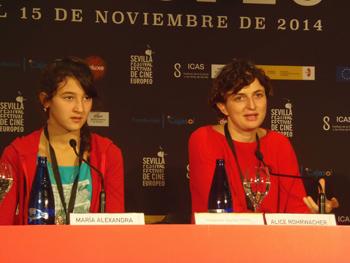 Maria Alexandra Lungu, actriz, y Alice Rohrwacher, directora, presentando su película Le Meraviglie. Foto Toni Gutiérrez