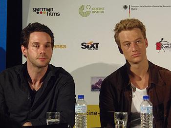 El director Toke Constantin Hebbeln y el actor Alexander Fehling presentando la película Costa Esperanza