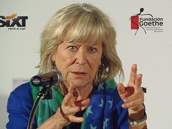 La directora Margarethe von Trotta presentando su película Hannah Arendt