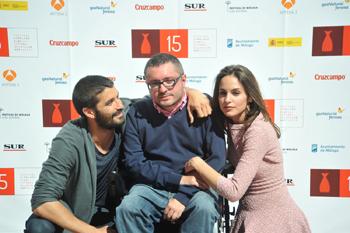 Álex García, Roberto Pérez Toledo y Verónica Echegui durante el photocall de Seis puntos sobre Emma (Foto: Ana Belén Fernández, por cortesía del Festival de Málaga)