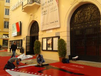 Últimos retoques en los cines Albeniz antes del primer pase de prensa (Foto: Toni Gutiérrez)