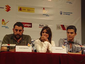 Daniel Calparsoro, Adriana Ugarte y Álex González durante la rueda de prensa de Combustión (Foto: Toni Gutiérrez)
