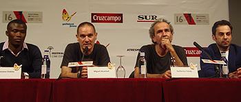 Alassane Diakite, Miguel Alcantud, Guillermo Toledo y Carlo D'Ursi durante la rueda de prensa de Diamantes Negros (Foto: Toni Gutiérrez)