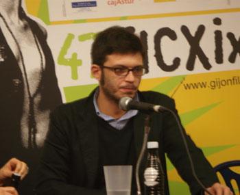 Alberto Arce director de «To shoot an elephant» durante la rueda de prensa