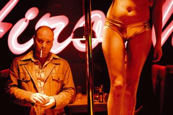 Vicente Romero en una escena de Carne de Neón