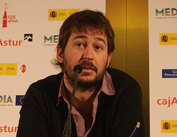 Santiago Mitre, director de la película El Estudiante, durante la rueda de prensa de presentación