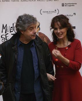 Carlos Iglesias y Silvia Marsó, protagonistas de la película Los muertos no se tocan, nene, posan para la prensa