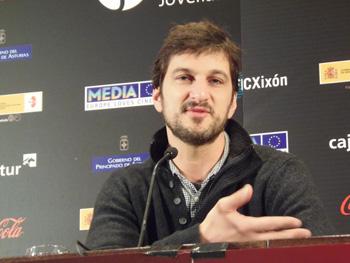 Marshall Lewy, director de la película California Solo, durante la rueda de prensa de presentación