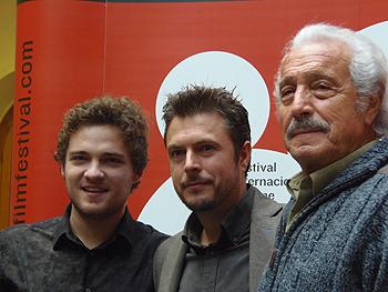Manuel Zarzo, Tirso Calero y Adam Jezierski posan en el photocall