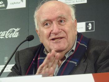 Vicente Aranda durante la Rueda de Prensa