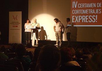 Esther Rivas, Pedro G. Marzo, Tommy Llorens y Carlos Iglesias durante la entrega del primer premio del IV Certamen de Cortometrajes Express! (Foto: Toni Gutiérrez)