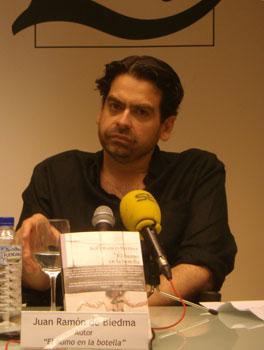 Juan Ramón Biedma durante la presentación de su novela el pasado 11 de julio de 2010 en la Casa del Libro de Madrid