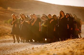 Una escena con las mujeres de la película ¿Y ahora a dónde vamos?
