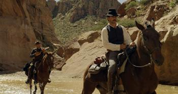 Sam Shepard y Eduardo Noriega en una escena de la película Blackthorn. Sin destino
