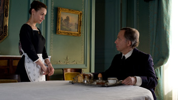 Natalia Verbeke y Fabrice Luchini en una escena de la película Las chicas de la 6ª planta
