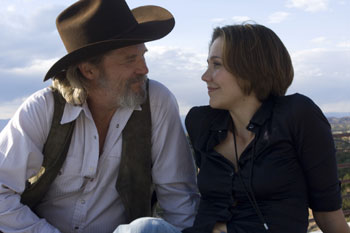 Jeff Bridges y Maggie Gyllenhaal en una escena la película Corazón rebelde