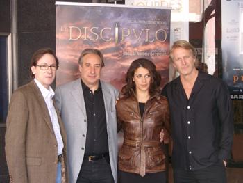 Emilio R. Barrachina, Juanjo Puigcorbé, Ruth Gabriel y Hoyt Richards posan para la prensa