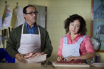 Javier Cámara y Carmen Machi en una escena la película Que se mueran los feos