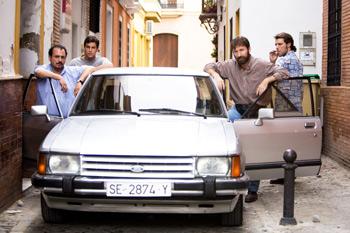 Joaquín Núñez, Mario Casas, Antonio de la Torre y José Manuel Poga en una escena de la película Grupo 7
