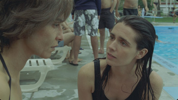 Lubna Azabal y Mélissa Désormeaux-Poulin en una escena de la película Incendies