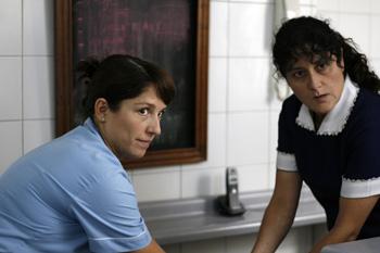 Mariana Loyola y Catalina Saavedra en una escena la película La nana