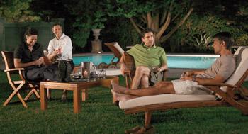 Juan Diego Botto, Ernesto Alterio, Leonardo Sbaraglia y Pablo Echarri en una escena de la película Las viudas de los jueves