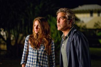Shailene Woodley y George Clooney en una escena de la película Los descendientes
