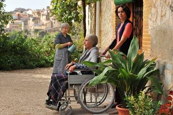 Petra Martínez, Alfonsa Rosso y Adriana Ozores en una escena de Nacidas para sufrir