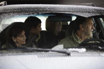 Mariví Bilbao, Unax Ugalde, Alexandra Jiménez y Ramón Barea en una escena de la película No controles