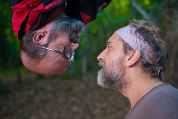 Javier Cámara y Gonzalo de Castro en una escena de la película ¿Para qué sirve un oso?