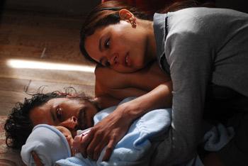 Gustavo Sánchez Parra y Martina García en una escena la película Rabia