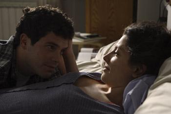 Oriol Vila y Bárbara Lennie en una escena de la película Todas las canciones hablan de mí